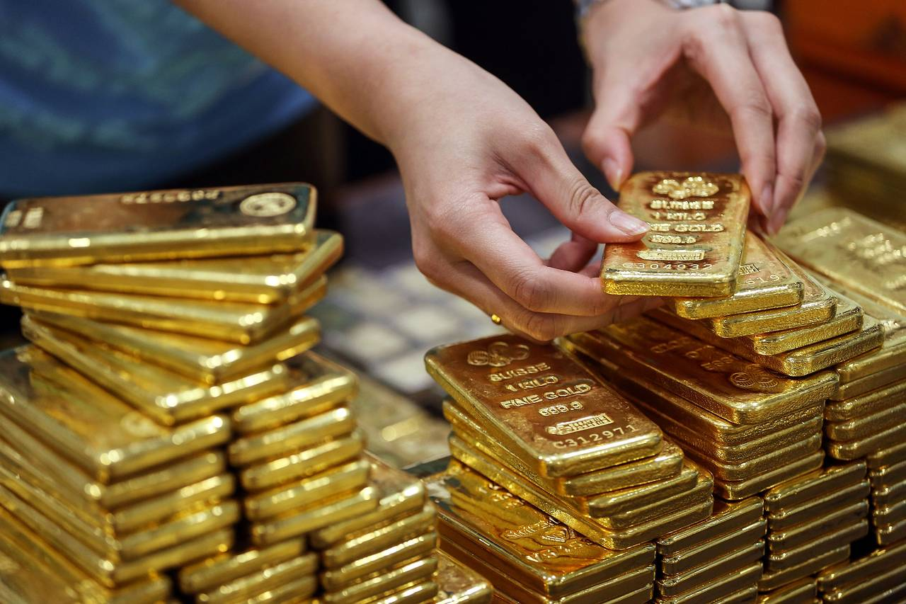 Gold recovers lost ground as dollar steadies, stocks